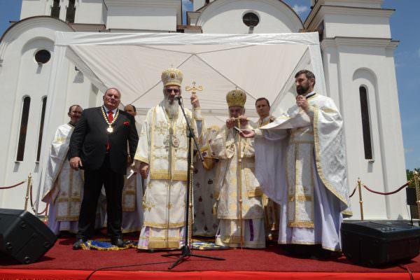 Освећење храма и додељивање ордена Светог Саве Драгану Марковићу Палми 11.06.2016