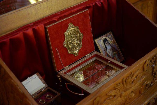Мошти Св. Нектарија Егинског у Храму Св. Јована Крститеља